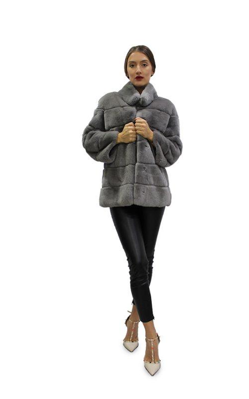 Късо дамско палто с дълги ръкави в сив цвят от естествен косъм от заек рекс