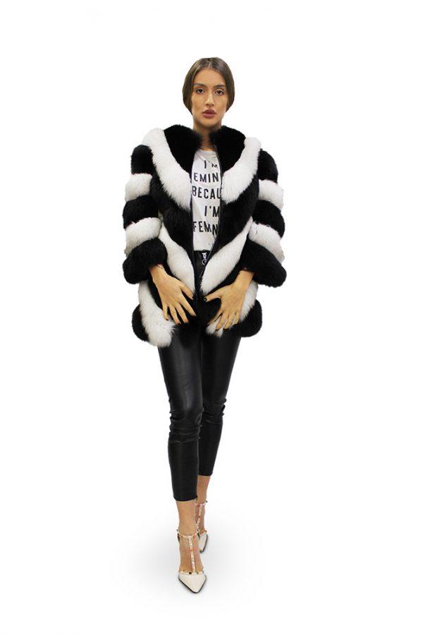 Дълго дамско палто в бяло и черно с 3/4 ръкави от естествен косъм от лисица