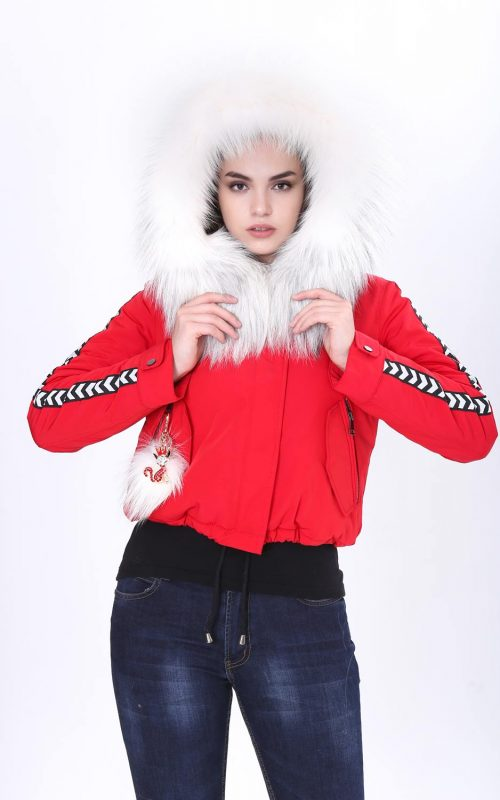 Класическо късо спортно-елегантно яке от непромокаем микрофибър в червен цвят