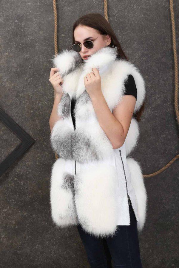 Дамски кожен елек с естествен косъм от лисица и ефектна висока яка