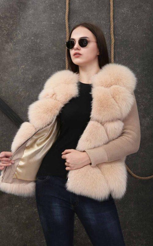 Дамски къс елек от естествен косъм от лисица в цвят шампанско със свалящи се ръкави