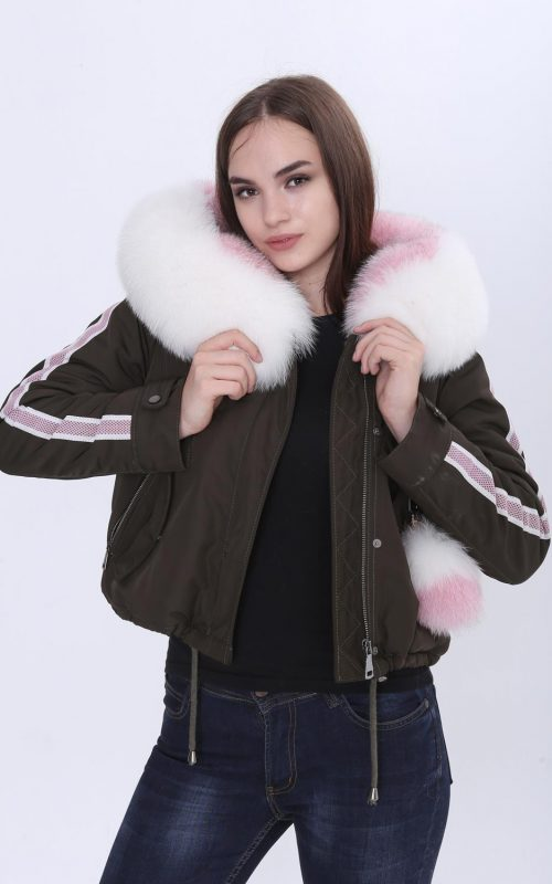 Късо спортно-елегантно яке от с яка от богат естествен косъм от лисица в бяло-розово