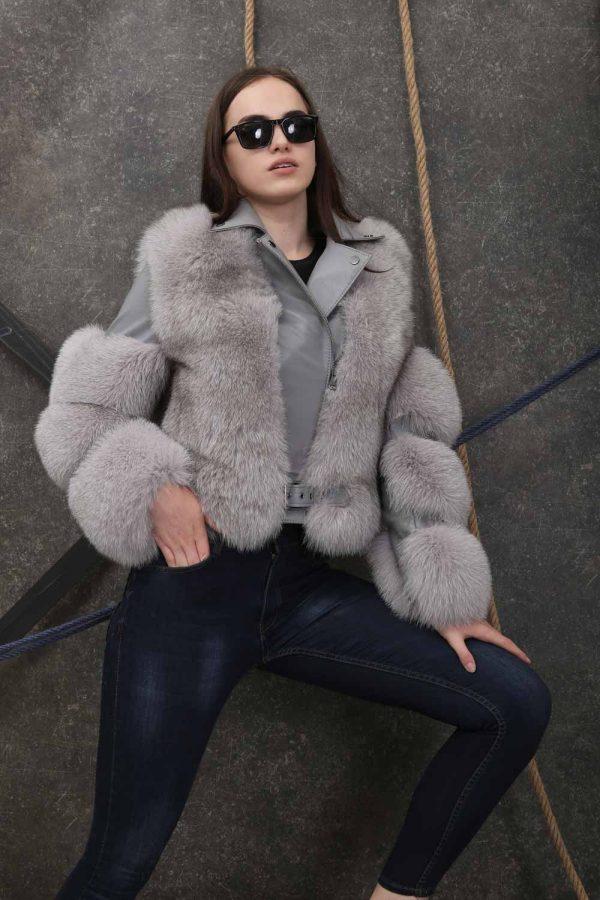 Късо спортно-елегантно кожено яке с естествен косъм от лисица