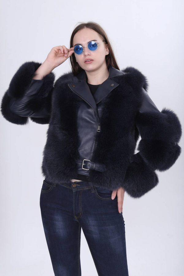 Късо спортно-елегантно кожено яке с естествен косъм от лисица в черен цвят